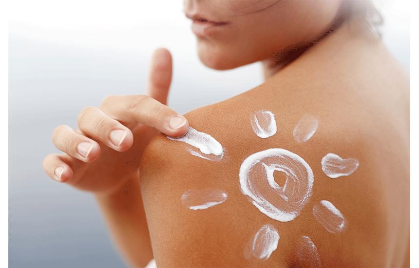 日焼け止めスプレーのメリットと選び方!敏感肌でも使えるおすすめ商品もご紹介